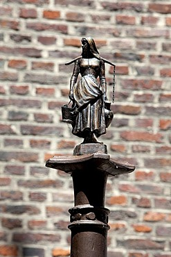 The Water Carrier, fountain sculpture, Montefiore fountain, Liege, Wallonia, Wallonie, Belgium, Europe