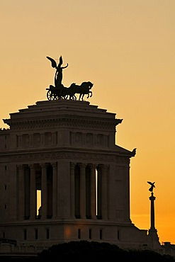 Quadriga with Victoria, the goddess of victory, Monument of Victor Emmanuel II in the evening, Rome, Lazio region, Italy, Europe