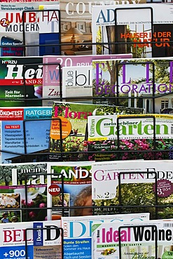 Several German home, gardening and nature magazines in a rack