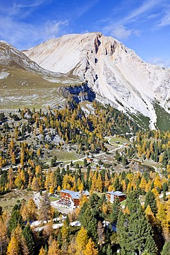 Fanes-Sennes Nature Park in Alta Pusteria, high alpine valley, above Pederue, Dolomites, looking towards Eisgabelspitz Mountain and Fanes Hut, Alto Adige, Italy, Europe