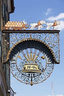 Restaurant sign Floetzinger-Braeu, Kaiserstrasse, Rosenheim, Upper Bavaria, Bavaria, Germany, Europe