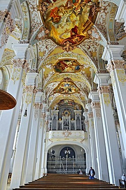 Ceiling painting, and organ, Heilig-Geist-Kirche Church of the Holy Spirit, Viktualienmarkt, Munich, Bavaria, Germany, Europe