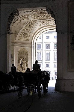 Horse-drawn carriage, Hofburg Imperial Palace, Vienna, Austria, Europe