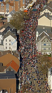 Aerial view, street carnival, carnival procession, Bochum-Linden, Bochum, Ruhrgebiet region, North Rhine-Westphalia, Germany, Europe