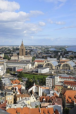 View of Riga, historic district, with the Latvian Academy of Sciences, nicknamed Stalin's birthday cake, Latvia, Baltic states, Northern Europe