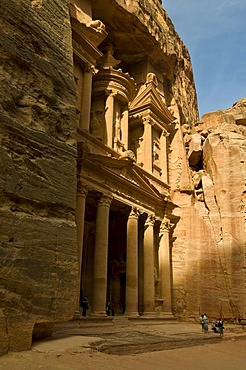 Treasury or Al Khazneh in the rock, Petra, UNESCO World Heritage Site, Jordan, Middle East