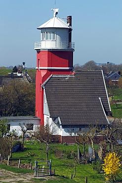 Lighthouse behind the dike on the Elbe river, Altes Oberfeuer Hollerwettern beacon at Brokdorf, Hollerwettern, Wewelsfleth, Wilstermarsch, Kreis Steinburg district, Schleswig-Holstein, Germany,