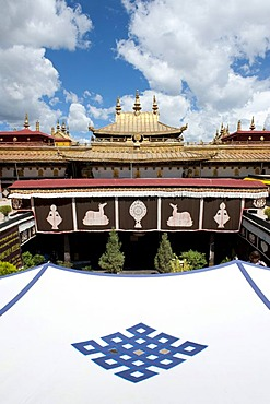 Tibetan Buddhism, tent roof with an endless knot emblem, Jokhang Temple, Lhasa, Ue-Tsang, Central Tibet, Tibet Autonomous Region, Himalaya Range, People's Republic of China, Asia