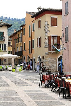 Piazza Umberto I, Torri del Benaco, Lake Garda, Veneto, Italy, Europe