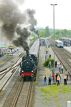 """Steam locomotive no. 38 1301 departing from Neuenmarkt with train to the """"Schiefe Ebene"""" incline, Franconia, Bavaria, Germany, Europe"""