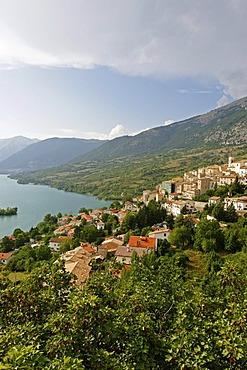 Barrea at the Lago di Barrea, Abruzzo National Park, Province of L'Aquila, Apennines, Abruzzo, Italy, Europe