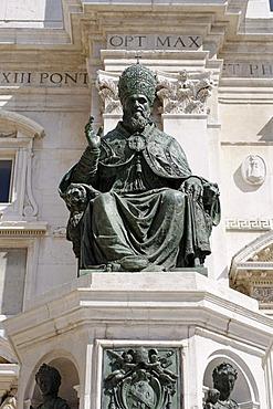 Statue of Pope Sixtus V., Basilica della Casa Santa, Loreto pilgrimage site, province of Ancona, Marche, Italy, Europe