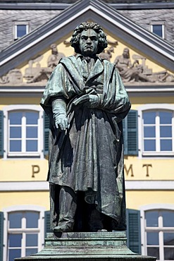Beethoven, memorial, statue, Muensterplatz square, Bonn, Rhineland, North Rhine-Westphalia, Germany, Europe