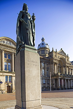 Statue of Queen Victoria and Council House Building, Victoria Square, Birmingham, England, United Kingdom, Europe