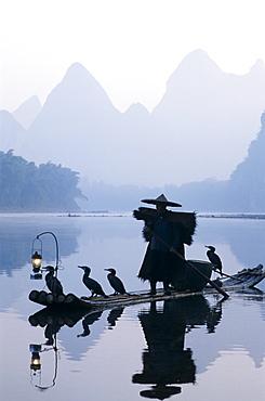 Cormorant fisherman at dawn on the Li River, Guilin, Yangshou, Guangxi Province, China, Asia