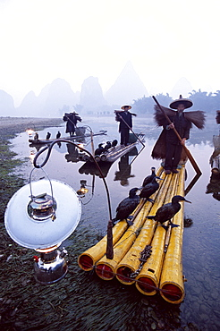 Cormorant fishermen on bamboo rafts on Rvier Li, Guilin, Yangshou, Guangxi Province, China, Asia