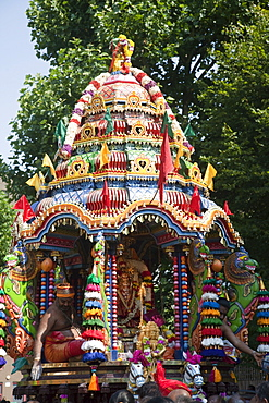 Chariot Festival participants, Shri Kanaga Thurkkai Amman Temple, Ealing, London, England, United Kingdom, Europe