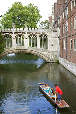 Punting on River Cam with Bridge of Sighs and St. John's College, Cambridge, Cambridgeshire, England, United Kingdom, Europe