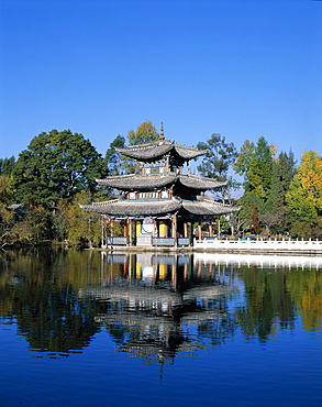 Black Dragon Pool Park, Deyue Pavilion, pagoda from the Ming Dynasty, Lijiang, UNESCO World Heritage Site, Yunnan Province, China, Asia