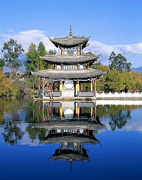 Deyue Pavilion, Ming Dynasty pagoda, Black Dragon Pool Park, Lijiang, UNESCO World Heritage Site, Yunnan Province, China, Asia