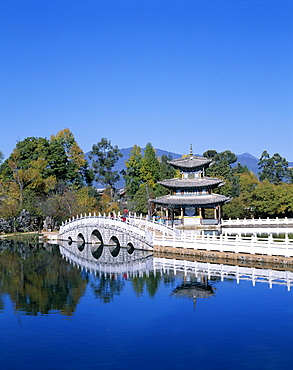 Black Dragon Pool Park, Deyue Pavilion, pagoda dating from the Ming Dynasty, Lijiang, UNESCO World Heritage Site, Yunnan Province, China, Asia