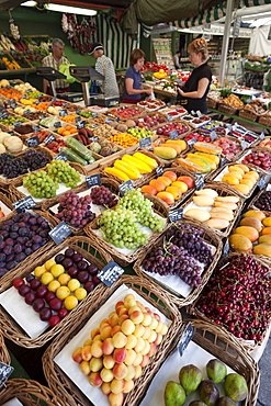 Fruit stall, Viktualienmarkt, Munich, Bavaria, Germany, Europe
