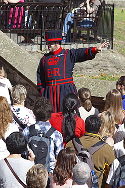 Beefeater and tour group, Tower of London, London, England, United Kingdom, Europe