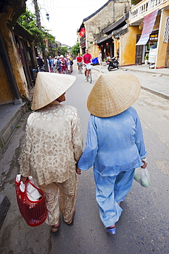 Women wearing conical hats and traditional dress, Hoi An, Vietnam, Indochina, Southeast Asia, Asia