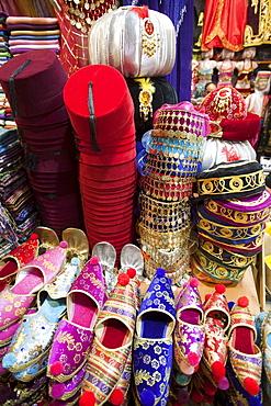 Tourist buying fez, Grand Bazaar, Sultanahmet, Istanbul, Turkey, Europe