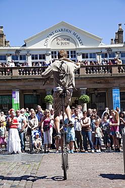Street performer, Covent Garden, London, England, United Kingdom, Europe