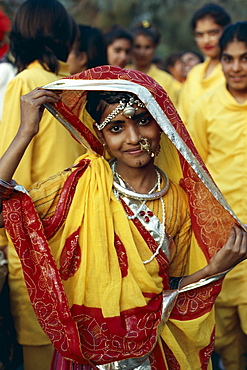 Girl dressed in traditional costume, Rajasthan, India, Asia