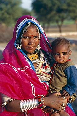 Banjara Gypsy mother and child, Rajasthan, India, Asia