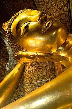 Reclining Buddha, 46 metres long, Wat Pho, Bangkok, Thailand, Southeast Asia, Asia