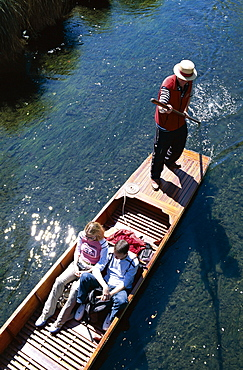 Punting on the River Avon, Christchurch, South Island, New Zealand, Pacific