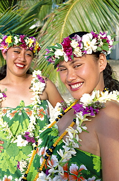 Polynesian girls dressed in pareu (sarong) and leis (flower garlands), Rarotonga, Cook Islands, Polynesia, South Pacific, Pacific