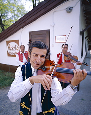 Gypsy fiddler in dressed traditional costume, Puszta, Hungary, Europe