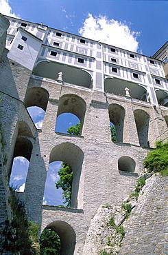 The Cloak Bridge, Cesky Krumlov, UNESCO World Heritage Site, South Bohemia, Czech Republic, Europe