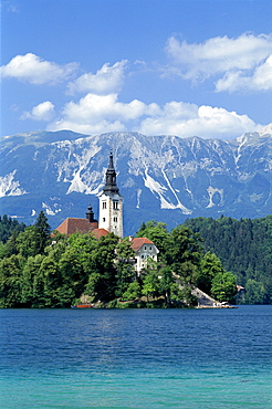 Church of the Assumption and Julian Alps, Lake Bled, Bled, Gorenjska Region, Slovenia, Europe