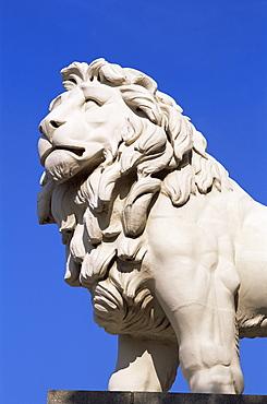 Lion statue on Westminster Bridge, Southbank, London, England, United Kingdom, Europe