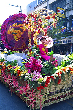 Floral float at Chiang Mai Flower Festival parade, Chiang Mai, Thailand, Southeast Asia, Asia