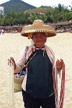 Pearl vendor, Dadonghai Beach, Sanya, Hainan Island, China, Asia