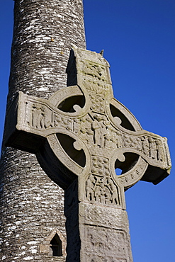 Celtic Cross and Round Tower, Monasterboice, County Louth, Leinster, Republic of Ireland, Europe