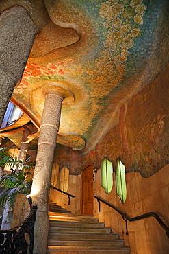 Interio stairway, Casa Mila (La Pedrera), UNESCO World Heritage Site, Barcelona, Catalonia, Spain, Europe