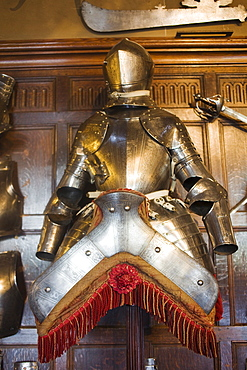 Suit of armour, Warwick Castle, Warwick, Warwickshire, England, United Kingdom, Europe