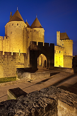 The turrets at the main entrance into medieval city of La Cite, Carcassonne, UNESCO World Heritage Site, Languedoc-Roussillon, France, Europe