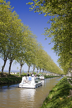 Barges on the Canal du Midi, UNESCO World Heritage Site, in spring, Languedoc-Roussillon, France, Europe.