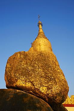 The Golden Rock of Nwa La Bo, Mawlamyine (Moulmein), Mon State, Myanmar (Burma), Asia