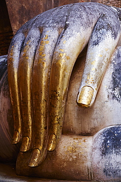 Wat Si Chum, Sukhothai Historical Park, UNESCO World Heritage Site, Sukhothai, Thailand, Southeast Asia, Asiablue and red curve adjustments