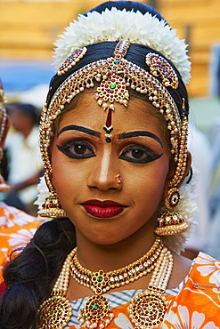 Dance show at Krishna Temple, Guruvayur, Kerala, India, Asia