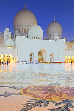 Sheikh Zayed Bin Sultan Al Nahyan Mosque at dusk, Abu Dhabi, United Arab Emirates, Middle East